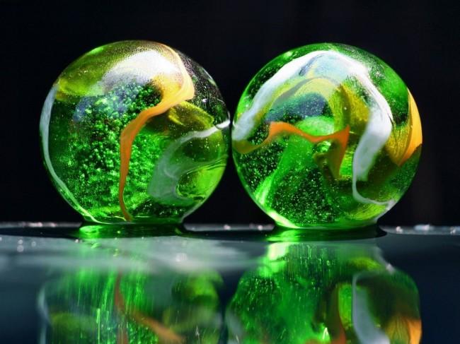 crystal balls Green Wallpaper