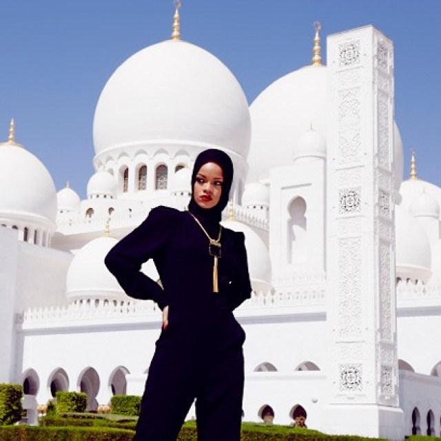 rihanna_abu_dhabi_photoshoot